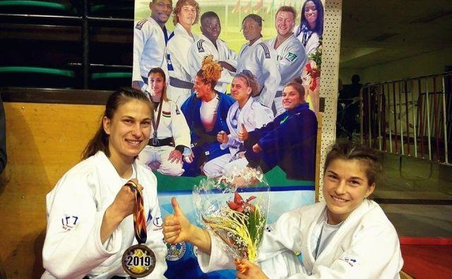 Anja Štangar (levo) in Maruša Štangar sta si na odprtem prvenstvu Afrike izbojevali novi kolajni v svetovnem pokalu. FOTO: Facebook Štangar Sisters