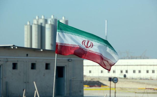 S kršitvijo jedrskega dogovora z zahodnimi državami iz leta 2015, ki Iranu preprečuje izdelavo jedrskega orožja, Teheran krepi pritisk na druge podpisnice, da izpolnijo svoje obveznosti. FOTO: Atta Kenare/AFP