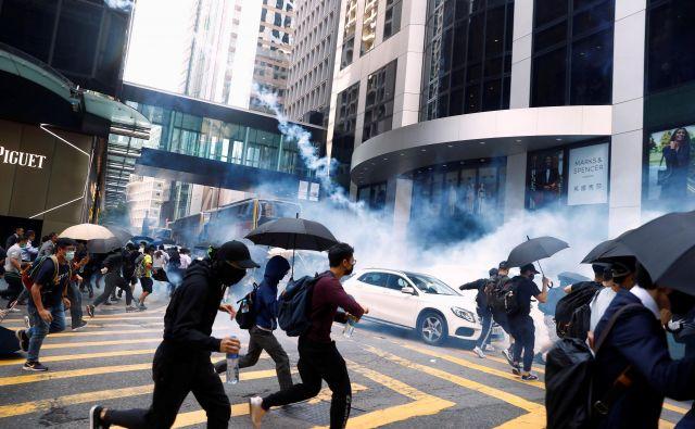 Ko je bil objavljen posnetek streljanja, so se protesti še okrepili. FOTO: Thomas Peter/Reuters