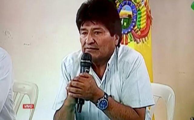 Ko so ga zapustile varnostne sile, je Evo Morales po televiziji napovedal odstop in dogajanje razglasil za državni udar. FOTO: Reuters