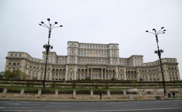 Kolosalna parlamentarna palača, ki jo je zasnoval arhitekt Anca Petrescu (1949–2013) s stotnijami pomočnikov. FOTO: Jože Suhadolnik