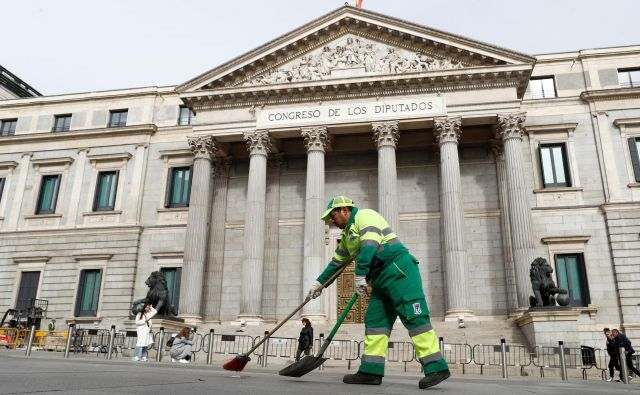Povolilno pometanje španske ulice <br /> FOTO: Reuters