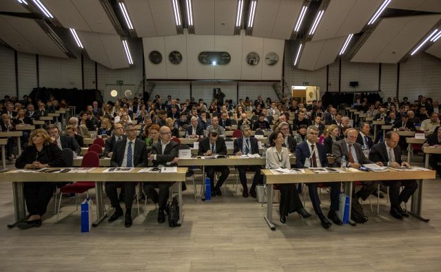 Projekt Pogled je že lani pritegnil številne udeležence, na katerem so razpravljali o izzivih za prihodnji gospodarski razvoj. Foto Voranc Vogel