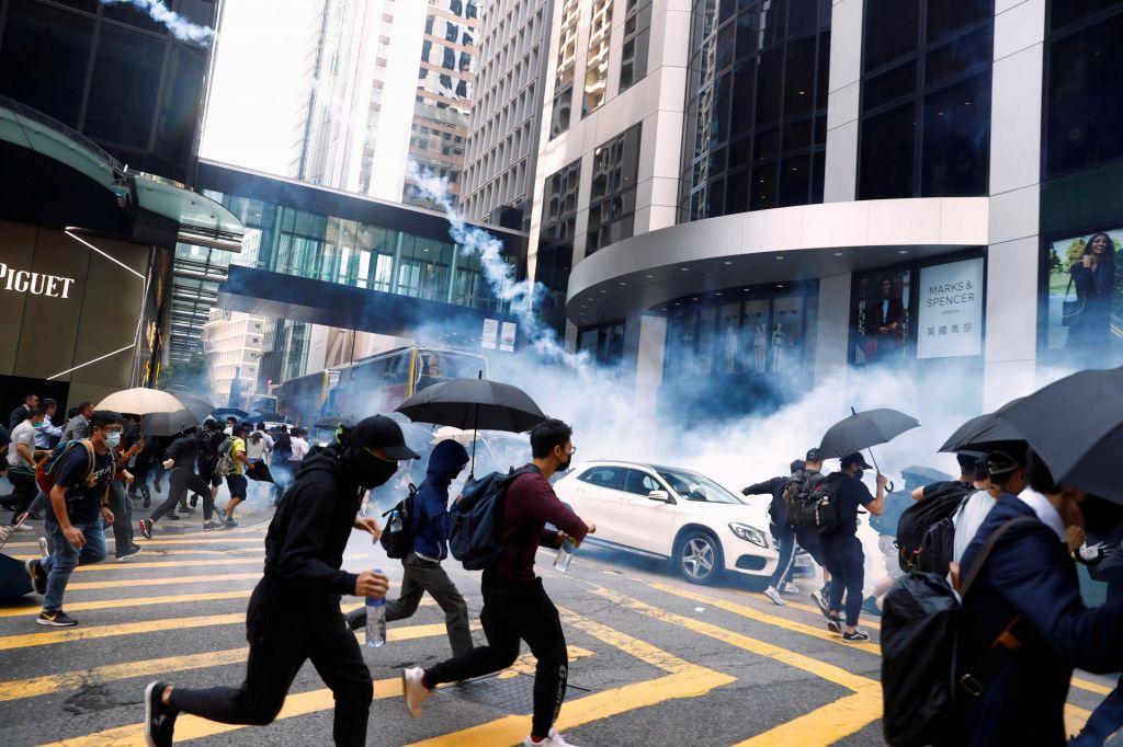 FOTO:Hongkongška policija streljala na protestnike