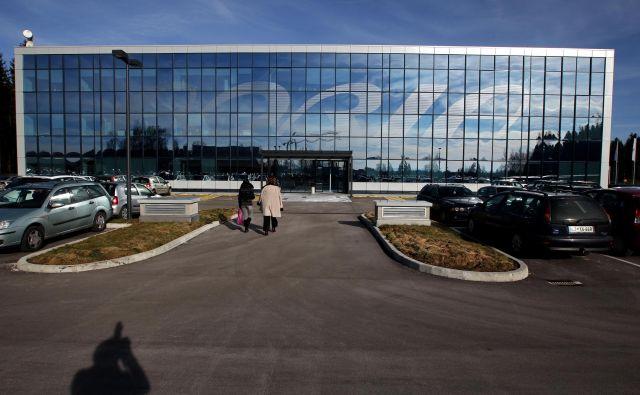 Stečajni upravitelj je našel najemnika dela nekdanje poslovne stavbe Adrie Airways na Brniku; za osem mesecev oziroma do prodaje nepremičnine ga bo najela manjša slovenska letalska družba Solinair. FOTO: Voranc Vogel/Delo
