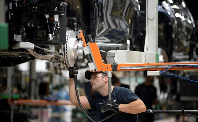 Delo v BMW-jevi tovarni v Južni Karolini. Foto Charles Mostoller Reuters