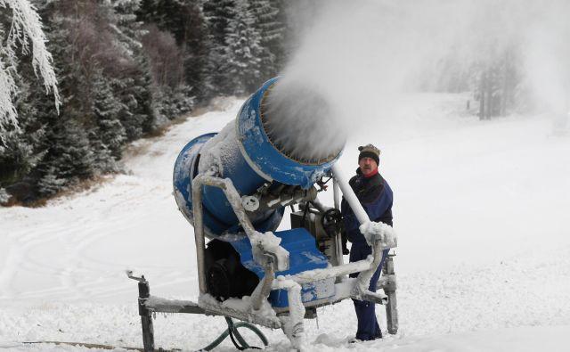 Ni več zime brez tehničnega zasneževanja. Foto Tadej Regent