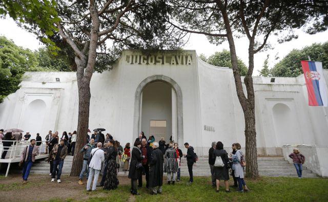Razstavni paviljon v Benetkah, ki je bil nekoč last skupne države, so si prisvojili Srbi. Slovenija si želi, da bi ga države naslednice prepoznale kot nasledstveno vprašanje in ga reševale z delitvijo lastništva ali s souporabo. FOTO: Matej Družnik/Delo