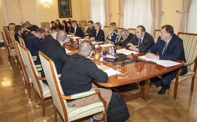 Minister za javno upravi Rudi Medved bo predsedniku republike Borutu Pahorju dodaten predlog spremembe zakonodaje poslal do konca tega meseca, predsednik pa bo določil datum 8. kroga pogajanj. FOTO: Urad predsednika RS
