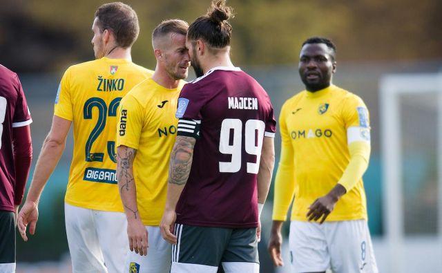 Srboriteža Alen Krcić in Luka Majcen sta se že na igrišča spopadla s pogledi. FOTO: Sportida.com