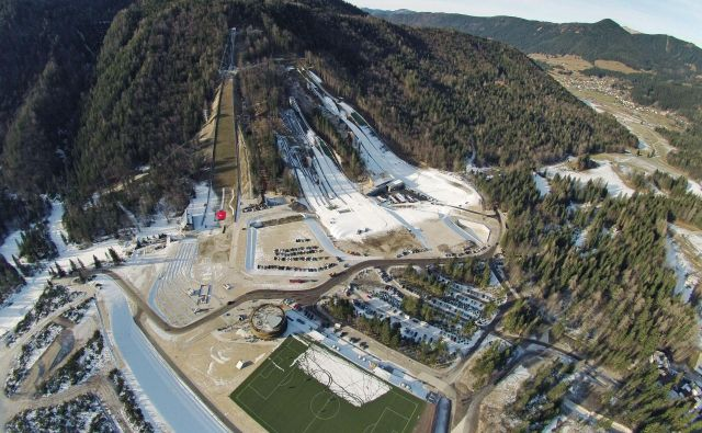 Zlati planiški center bo leta 2023prvič gostil svetovno prvenstvo v nordijskem smučanju. FOTO: Leon Vidic