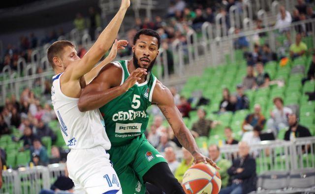 Mikael Hopkins igra v zadnjih tekmah vse bolje in je pomembna »okrepitev« Cedevite Olimpije. FOTO: ABA