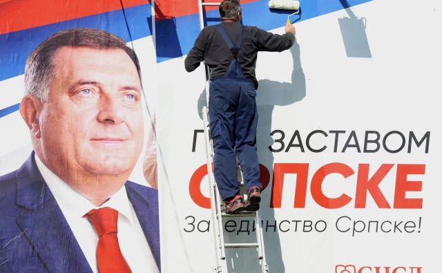 Po mnenju Dodika je lahko BiH le državna skupnost dveh entitet, Republika srbska pa je država srbskega naroda in ostalih, ki živijo v njej. FOTO: Dado Ruvić/Reuters