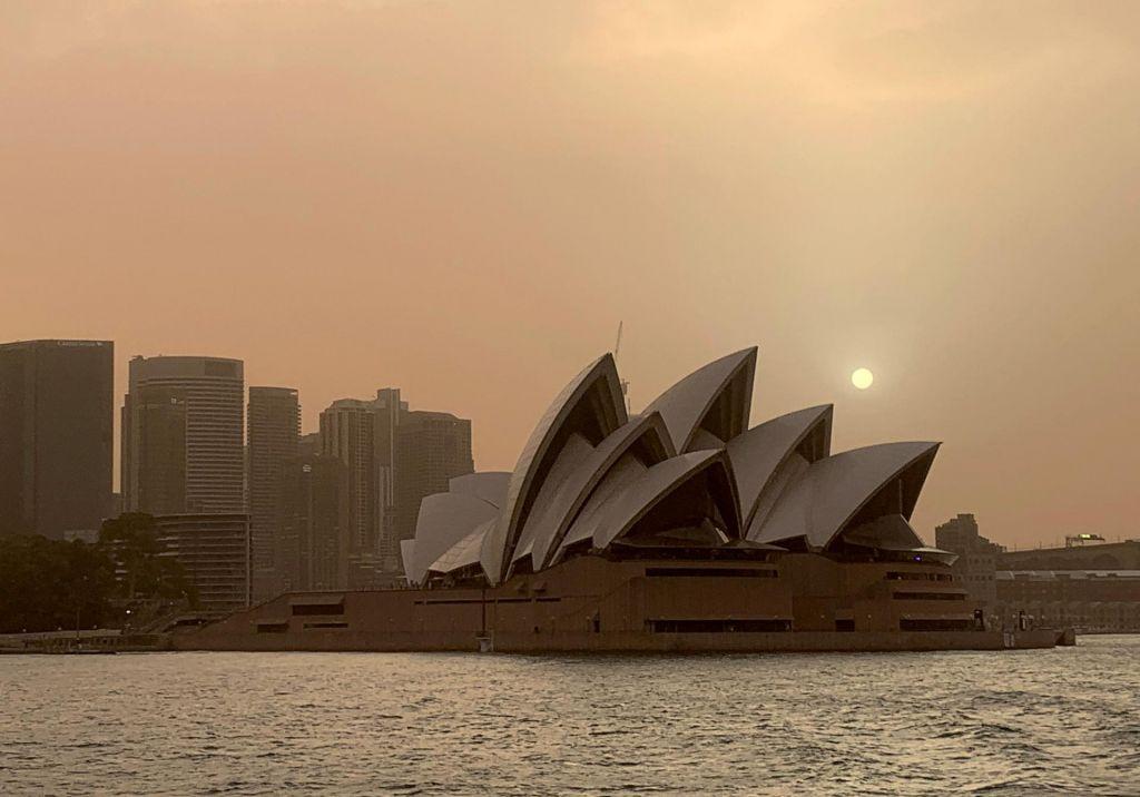 Požari v Avstraliji so že nevarno blizu Sydneyja in drugih obalnih mest
