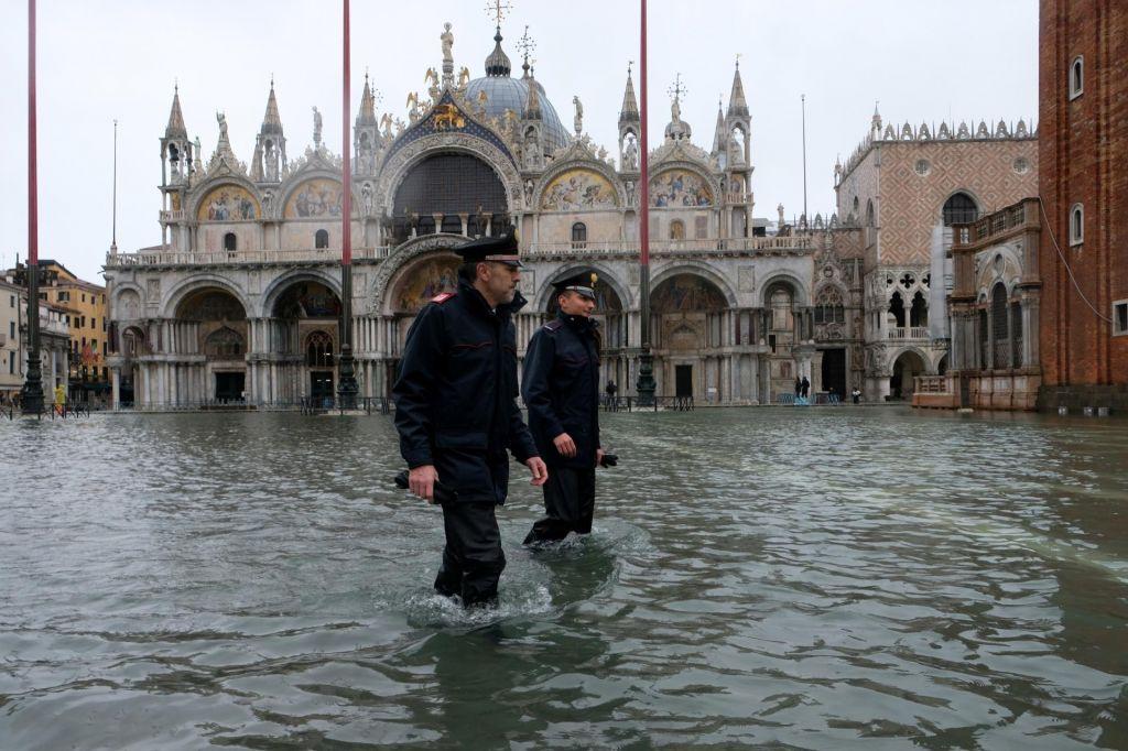 FOTO:Benetke znova poplavljene, znova zalilo tudi baziliko sv. Marka