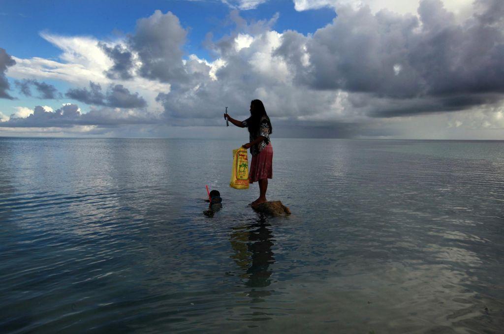 FOTO:Idilične otoke odnašajo valovi