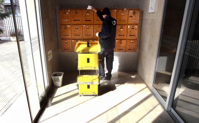 V sindikatu delavcev prometa in zvez pravijo, da se pripravljajo, da Pošta Slovenije do konca leta ne bo zaposlila novih sodelavcev. FOTO: Roman Šipić/Delo