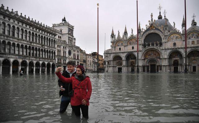 Voda je povzročila kup nevšečnosti, precejšnjo škodo, zahtevala pa tudi dve smrtni žrtvi. FOTO: Marco Bertorello/AFP
