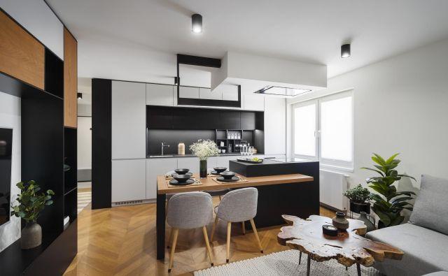 V biroju Prostornina so se tokrat lotili projekta prenove stanovanja za moškega naročnika, ki si je želel svetlo in prostorno stanovanje ter funkcionalno kuhinjo, saj rad kuha in gosti prijatelje. Foto: Janez Marolt