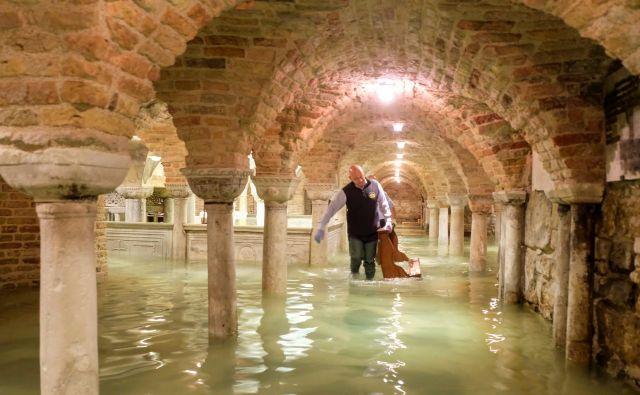 Baziliko svetega Marka je poplavilo šestič v 1200 letih. FOTO: Manuel Silvestri/Reuters