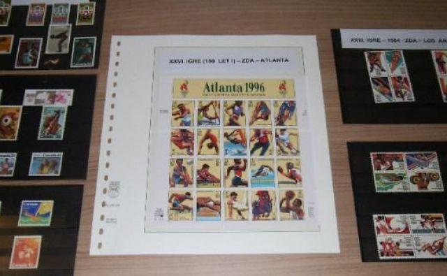 Poštne znamke, ki jim pravijo tudi male umetnine, so velik promotor države, saj prek albumov zbirateljev ali poštnih pošiljk potujejo v skoraj vse države sveta. Foto Bakal Oste