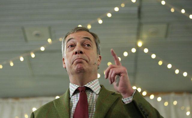 Nigel Farage je ta teden napovedal umik kandidatov svoje stranke iz vseh 317 volilnih okrožij, v katerih so na zadnjih volitvah slavili konservativci. Foto Afp