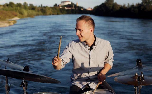 Žan Tetičkovič je prepričan, da je sprememba okolja nujna za zdravje njegovega umetniškega ustvarjanja. Foto Andrej Lamut