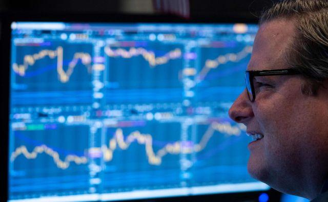 Na Zahodu se prihranki prek vzajemnih skladov usmerjajo na finančni trg. FOTO: AFP