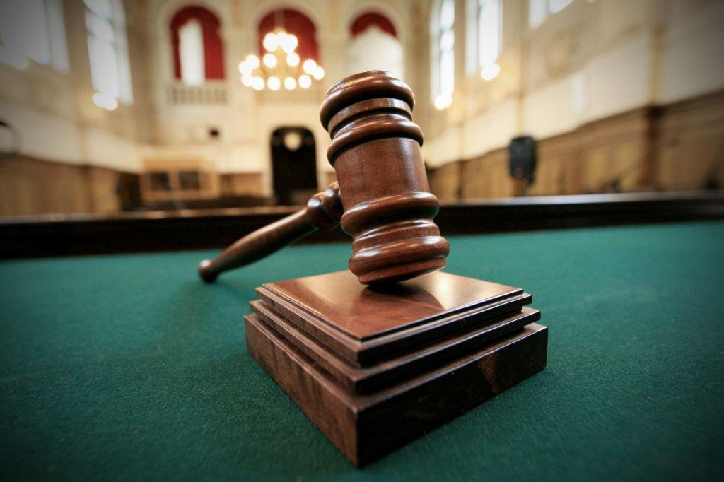 Ustavno sodišče zadržalo izvajanje parlamentarne preiskave v zadevi Kangler tudi glede tožilcev