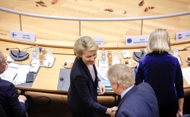 Izvoljena predsednica evropske komisije Ursula von der Leyen in britanski premier Boris Johnson med oktobrskim vrhom EU v Bruslju. FOTO: Reuters