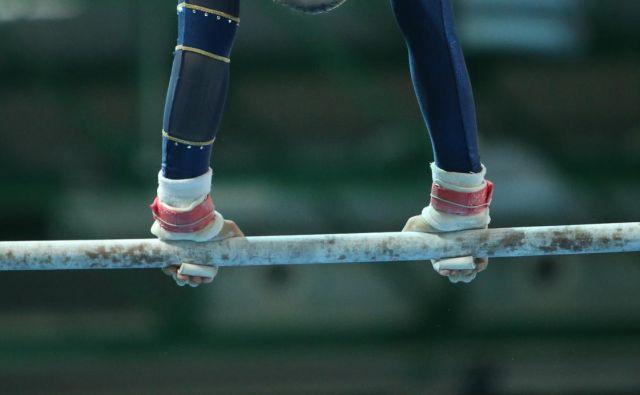 Vaja na dvovišinski bradlji je bila usodna za ameriško telovadko. FOTO: Jure Eržen/Delo