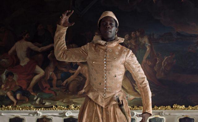 »Utrujen sem od tega, da moram biti vedno nekaj posebnega. Ne bi bil rad več črnec,« Angelo prosi cesarja za svobodo. Foto arhiv Liffa