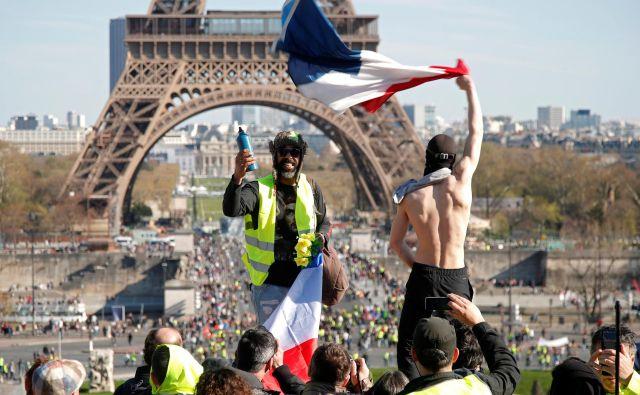 Francijo so pred letom dni preplavili vrumenejopičeoblečeni protestniki.Foto: Charles Platiau/Reuters