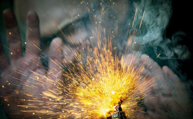 Uporaba pirotehničnih izdelkov kategorije 1, katerih glavni učinek je pok, je dovoljena le od 26. decembra do 1. januarja. FOTO: Voranc Vogel/Delo