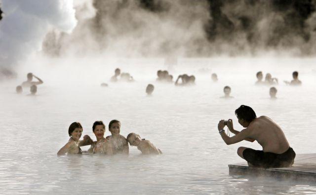 Islandija je hitro ugotovila, da ji preveliko število turistov ne koristi preveč. FOTO: Bob Strong/Reuters
