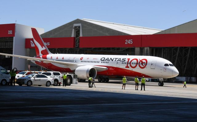 Avstralska letalska družba Qantas bo prihodnje leto praznovala sto let obstoja. FOTO: Reuters