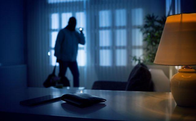 Nekdanji vlomilec svetuje, kako naj na sedem načinov zavarujemo svoje premoženje v času svoje odsotnosti. FOTO: Shutterstock