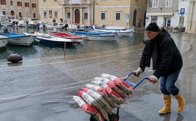 Poplavljeni Piran. FOTO: Boris Šuligoj/Delo