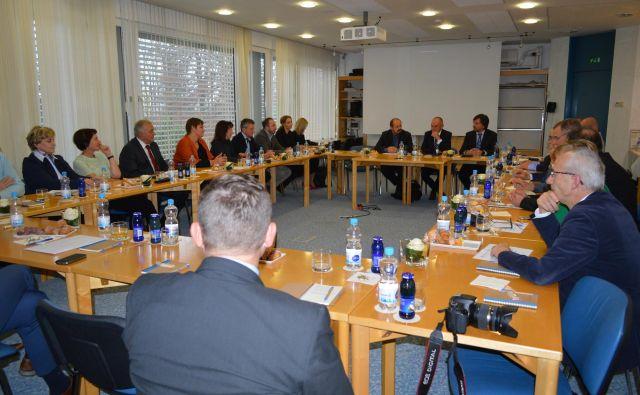 Direktorji javnih zdravstvenih zavodov so se dogovorili tudi za kontinuirane sestanke o aktualni problematiki v slovenskih bolnišnicah. FOTO: Klinika Golnik