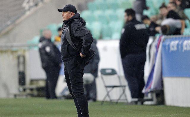 Matjaž Kek je v tekmi z Latvijo ustavil črn oktobrski niz, jutri bo zahteval v Varšavi še boljšo igro svojih adutov. FOTO: Mavric Pivk