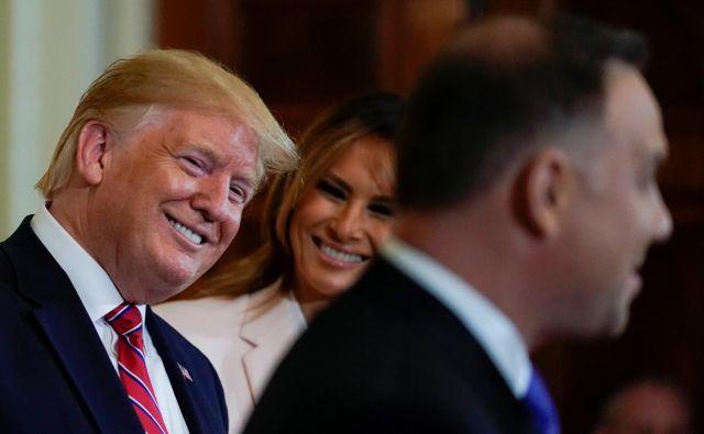 Ena tesnejših zaveznic ZDA na stari celini je Poljska, ki s kupovanjem ameriškega utekočinjenega plina spreminja razmerja moči v srednji Evropi. Na fotografiji Donald Trump, Melania Trump ter poljski predsednik Andrzej Duda. Foto Reuters