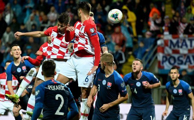 Hrvaška je bila v zadnjem kvalifikacijskem nastopu, tako kot na tej fotografiji, premočna proti Slovaški in se zasluženo vnovič uvrstila na evropsko prvenstvo. FOTO AFP