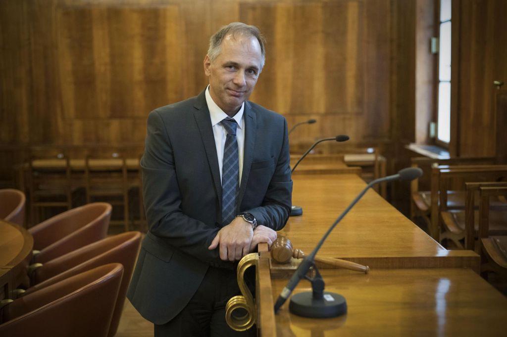 Predsednik ustavnega sodišča Knez Mahničeve izjave označil kot neprimerne