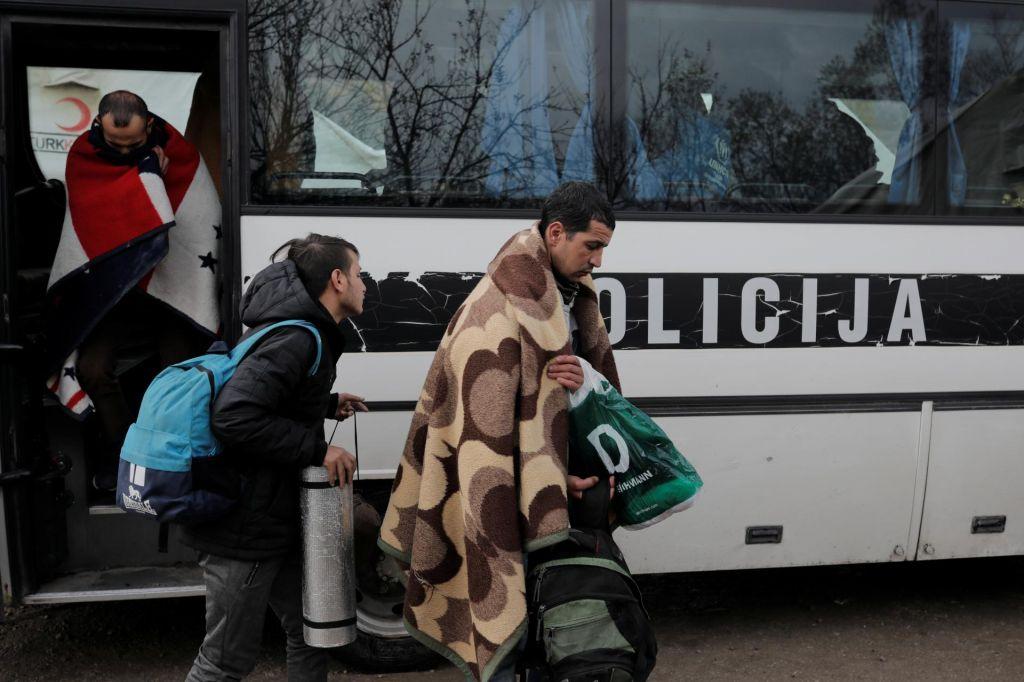 FOTO:Policija prepovedala izhod migrantom iz sprejemnih centrov