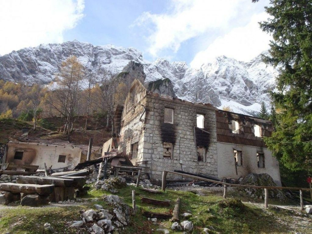 Zbiranje prispevkov za dom na Okrešlju: po prvi oceni škode za vsaj pol milijona evrov