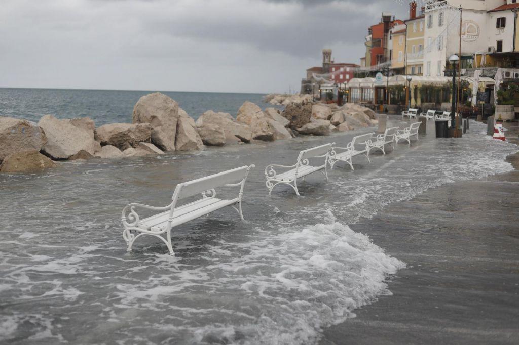 FOTO:Zaradi poplavljanja v Piranu sprožena sirena javnega alarmiranja