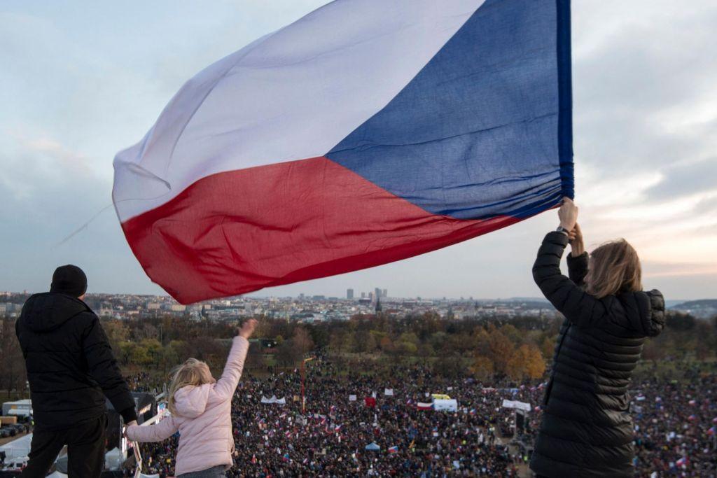 Na ulicah več kot 200.000 ljudi