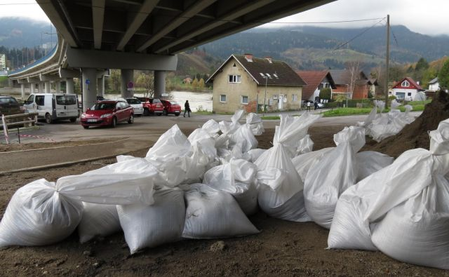 Po informacijah iz Avstrije se je avstrijski upravljalec hidroelektrarn na Dravi tokrat resno pripravil na opozorila o večji količini vode v strugi Drave. FOTO: Mateja Kotnik