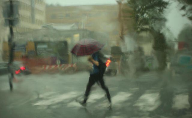 Do nedelje zvečer bo predvidoma padlo od 50 do 100 litrov dežja na kvadratni meter. FOTO: Jure Eržen/delo