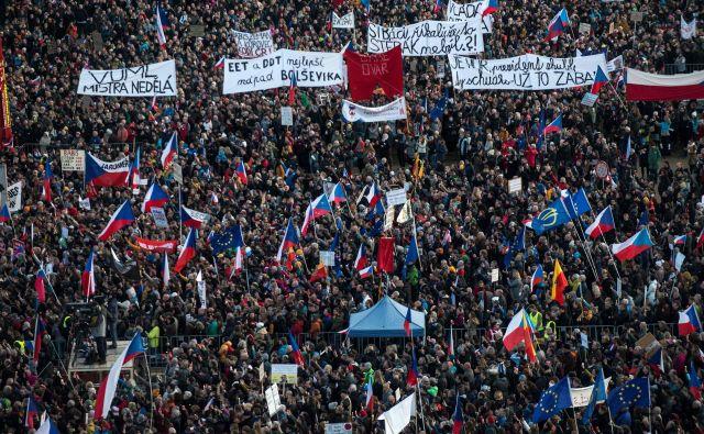 Vzrok za nezadovoljstvo so domnevni korupcijski posli češkega premierja Babiša, ki ga tudi v Bruslju obtožujejo, da je svojemu poslovnemu imperiju na nepošten način pridobil subvencije EU. FOTO: Michal Cizek/AFP
